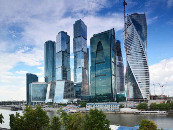 Фасадное остекление Москва сити , днем