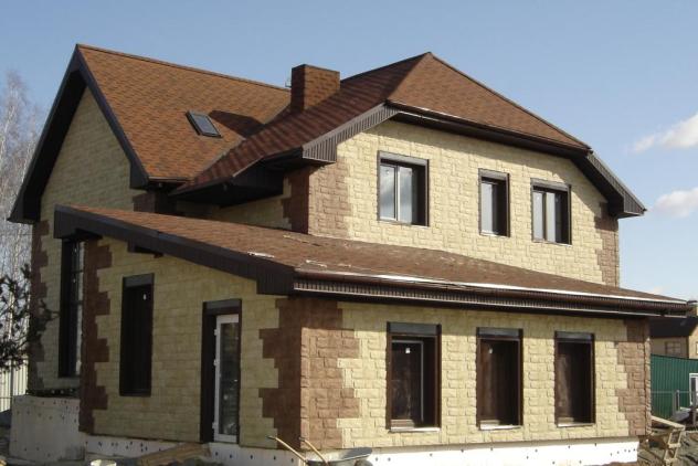 Облицовка фасада частного дома камнем