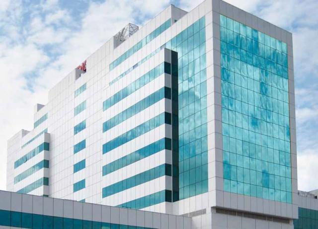 Сочетание витражной и фасадной серии на офисном здании