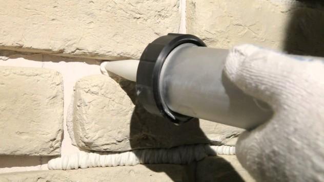 Заделка швов между камнями при помощи герметизирующих материалов