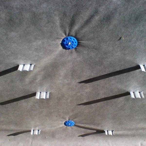Паропроницаемая пленка смонтированная на кронштейны вентфасада