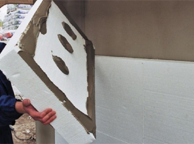 установка утепляющего слоя из пенопласта