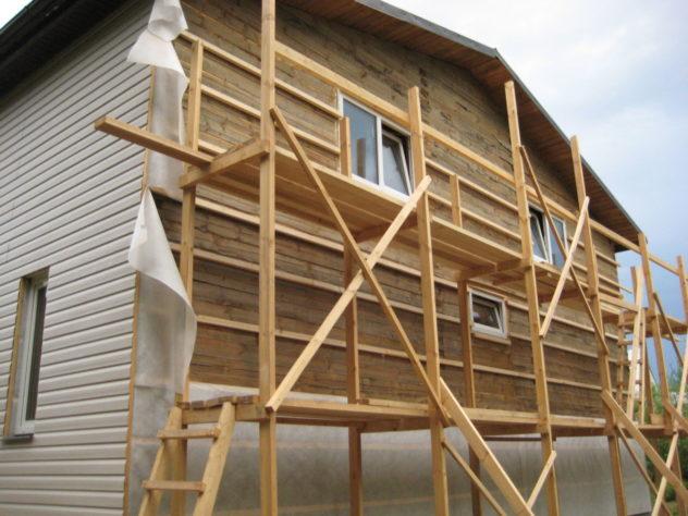 деревянный горизонтальный каркас для установки утеплителя