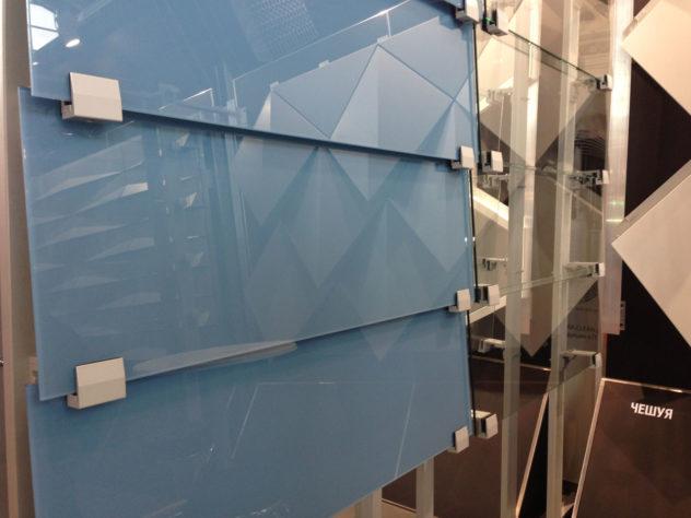 Система крепления стекла по технологии вентилируемого фасада