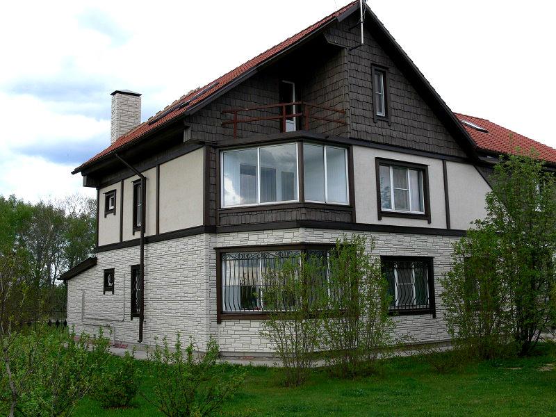 Дом утепленный пенополистиролом с элементами стиля фахверк