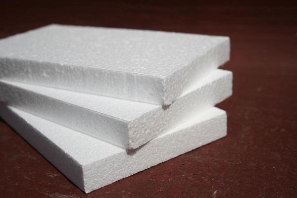пенопласт традиционно является самым дешевым утепляющим материалом