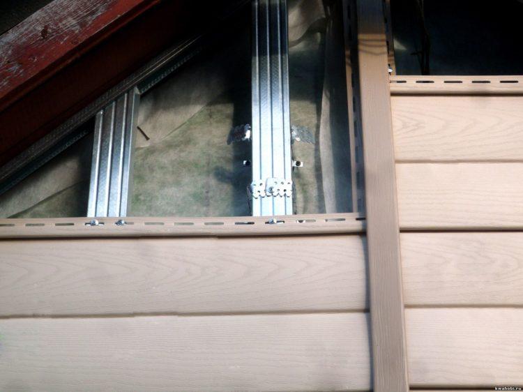 Монтаж винилового сайдинга на фронтон деревяного дома