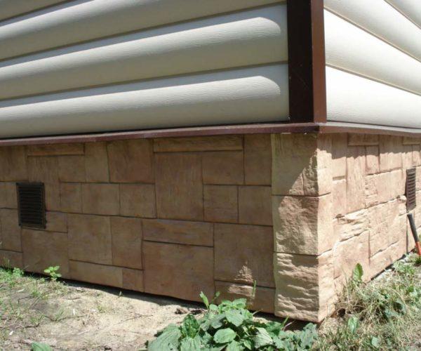 цокольный сайдинг на фундаменте дачного домика