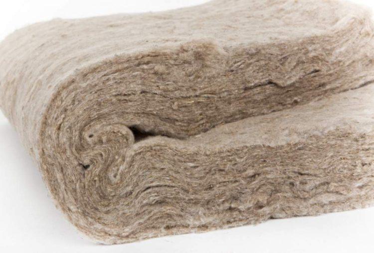 рулон льняного утеплителя толщиной 50 мм