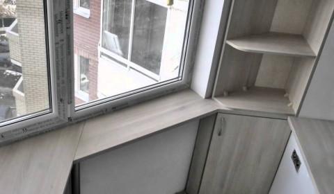 """Пример выполнения шкафа в балконе формы """"утюг"""""""