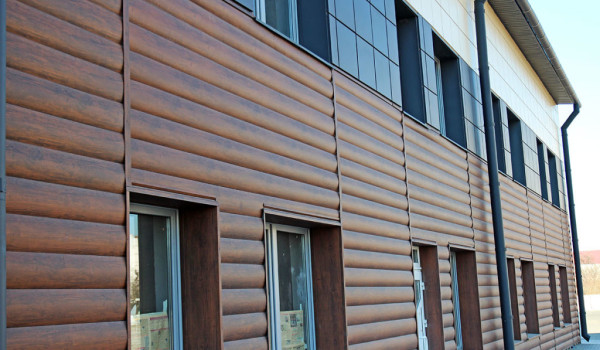Использование блок хауса и вентилируемой системы на фасаде здания