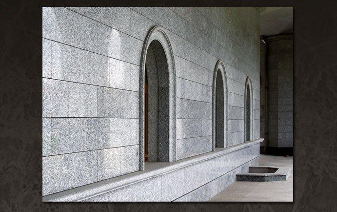 Отделка вентилируемыми фасадами из гранита