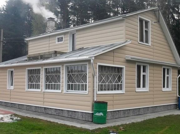 Дом отделанный акриловым блок хаусом