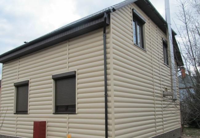 отделка фасада виниловым блок хаусом