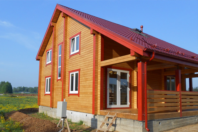 Окрашенный деревянный фасад дома