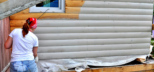 нанесение защитного и декорирующего покрытия на блок хаус