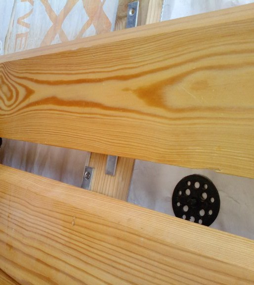 фасадную доску планкена крепим к обрешетке