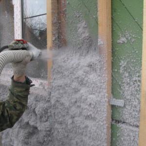 утеплитель фасада эковата наносится с помощью специального оборудования