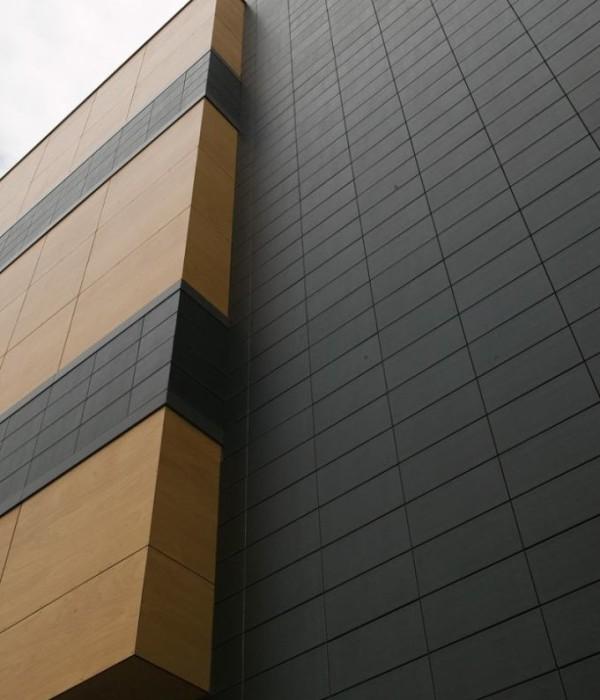 система вентилируемого фасада с керамическими плитами в качестве облицовки