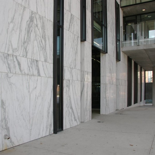 Мрамор как облицовка вентилируемого фасада