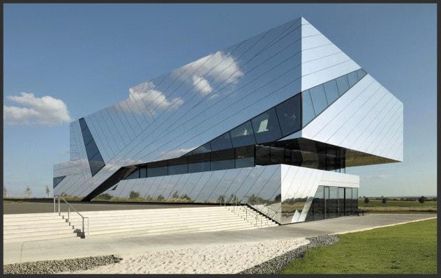 Сложная,но очень красивая облицовка системой венитлируемого фасада