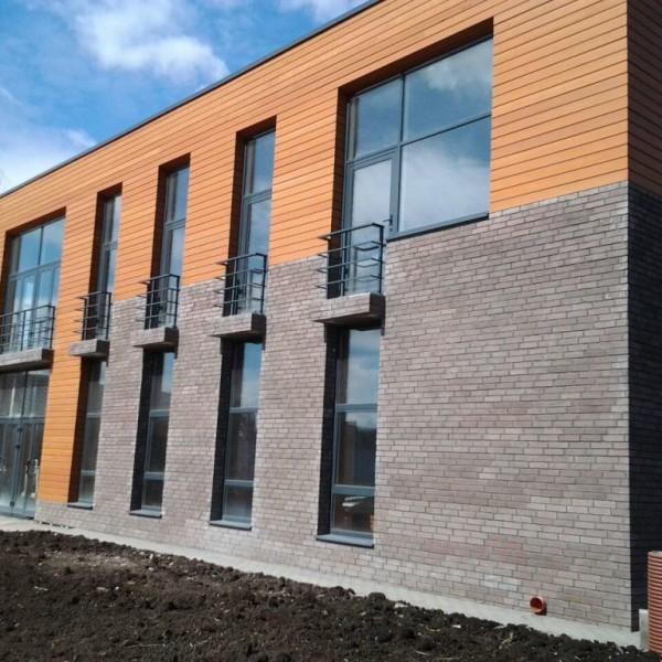 Комбинированный фасада отделанный клинкером и керамической плиткой
