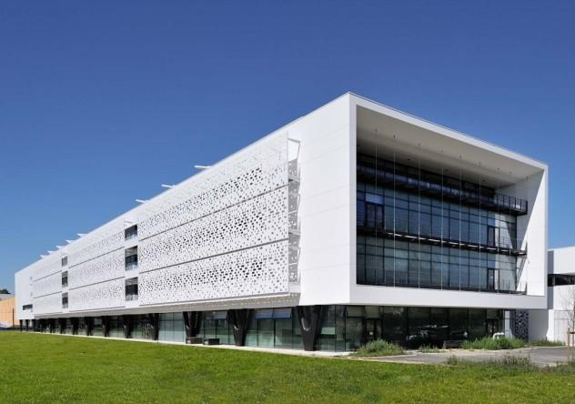 Строение облицованное металлическим вентилируемым фасадом
