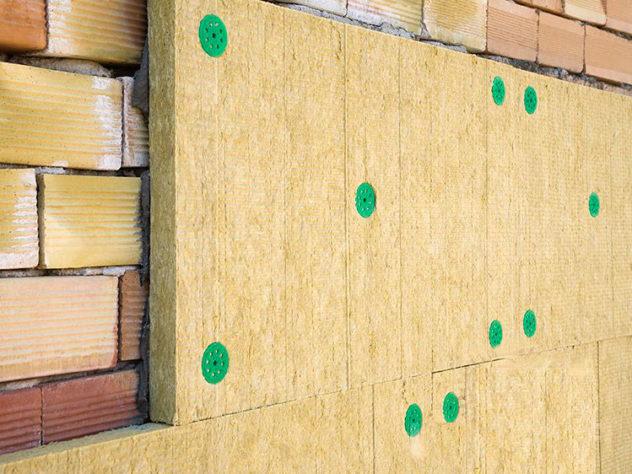 плиты минваты прикреплены к стене с помощью дюбелей