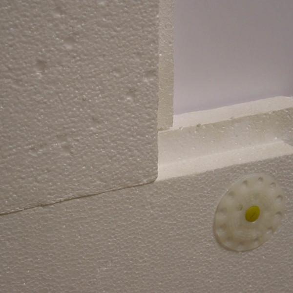 плиты пенопласта приспособлены к стене