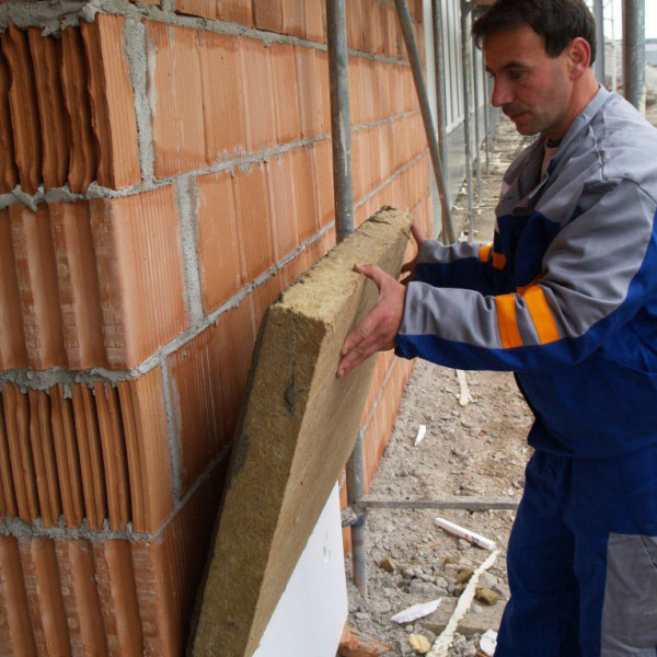 Минеральная вата на поверхность кирпичной стены