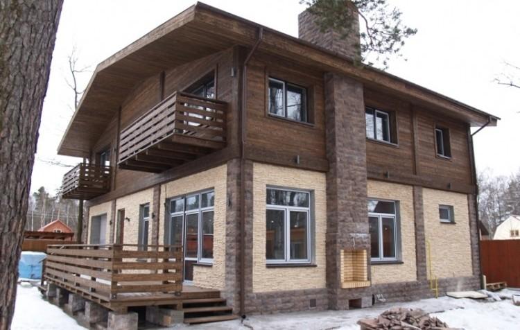 Дом отделанный планкеном и фасадными термопанелями