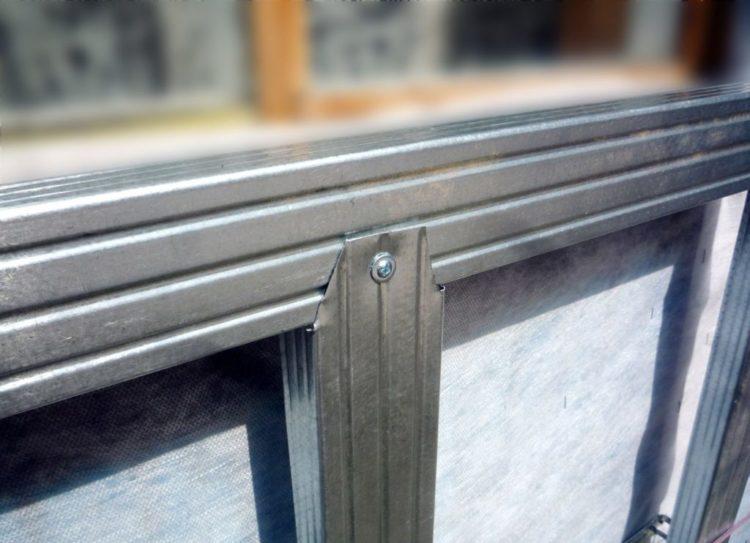 Каркас из оцинкованного профиля следует применять для монтажа металлосайдинга