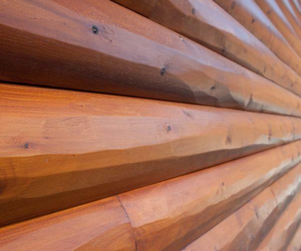 Блок хаус исполненный в виде рубленного бревна
