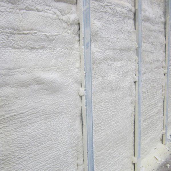 нанесение жидкого ппу на фасад ангара